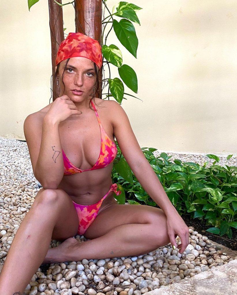 Jade Chynoweth has her Bikini On!