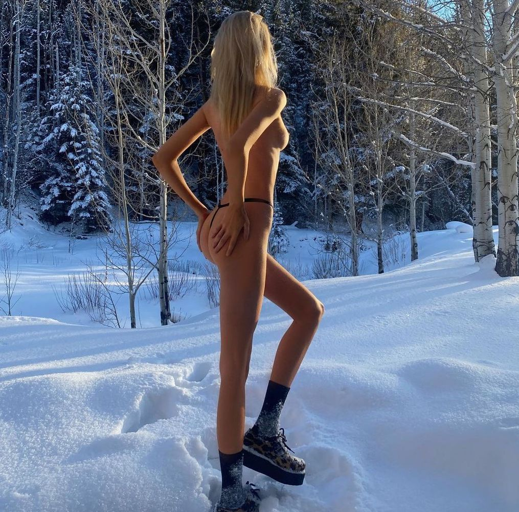 Stella Maxwell Braves the Cold!