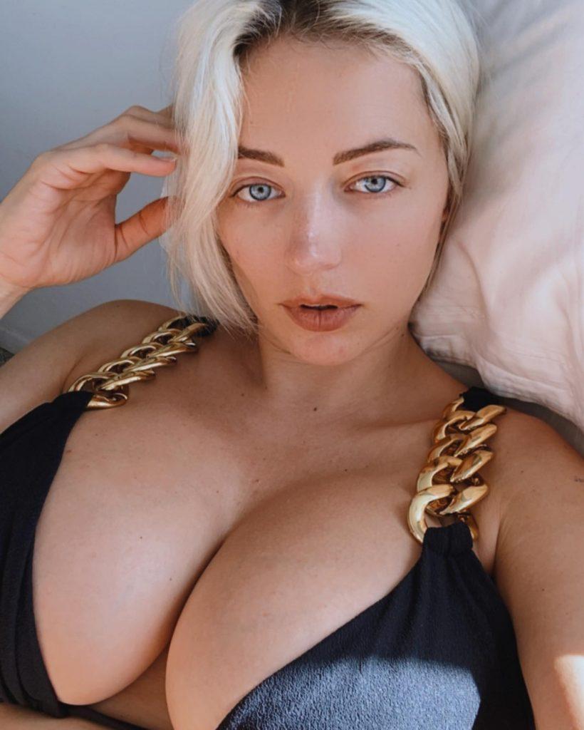 Caroline Vreeland Finally Found a Bikini Top That Fits!