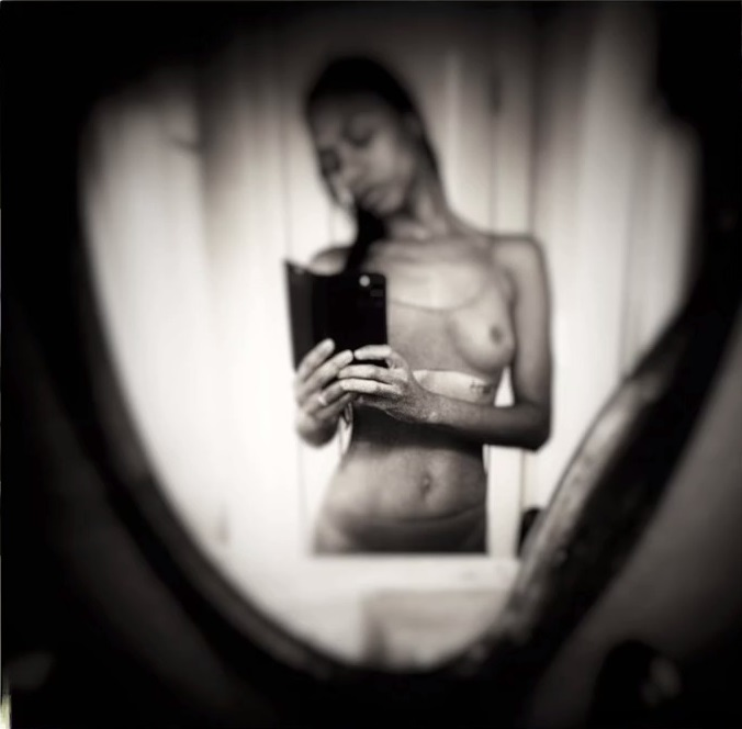 Zoe Saldana May Have Posted a Thirst Trap!